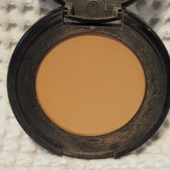 I've only ever used up one bronzer before so I'm hoping to get through this Too Faced Milk Chocolate Soleil this year. I think this is a great colour for fair and light skin tones.